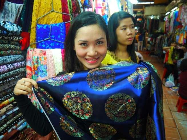 史上最強の民族衣装!アオザイをベトナム美女と一緒につくってみた