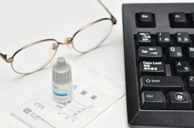 Web制作者の目の疲れを軽減し、症状を改善するツボ・ストレッチなど9つの対策