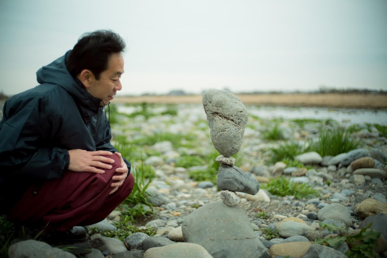 石が立ってる…!重力を無視しているとしか思えないロックバランシングを取材してきた