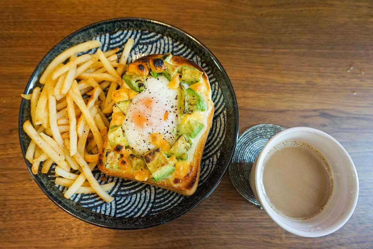 アボカドトーストが流行っているので、最高のレシピを考えたのアイキャッチ