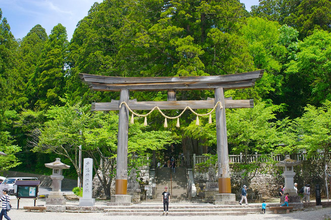 鳥居は神社本殿の付属物ではなかった!?神社に鳥居がある意味を調べてみた。のアイキャッチ