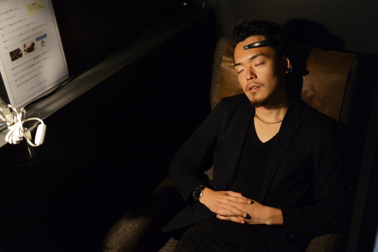 287831【電源・Wi-Fi完備】大阪本町・心斎橋の一番リラックスできる休憩所で脳波を計測してみた。のアイキャッチ